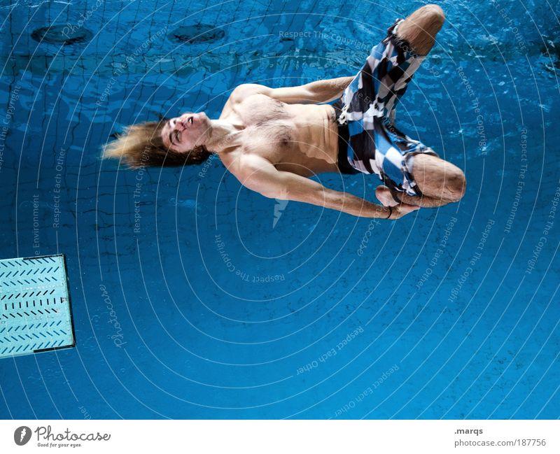 Freestyle Jugendliche blau Mensch Freude Sport Aktion springen Bewegung Körper Erwachsene maskulin verrückt Lifestyle Coolness Schwimmbad