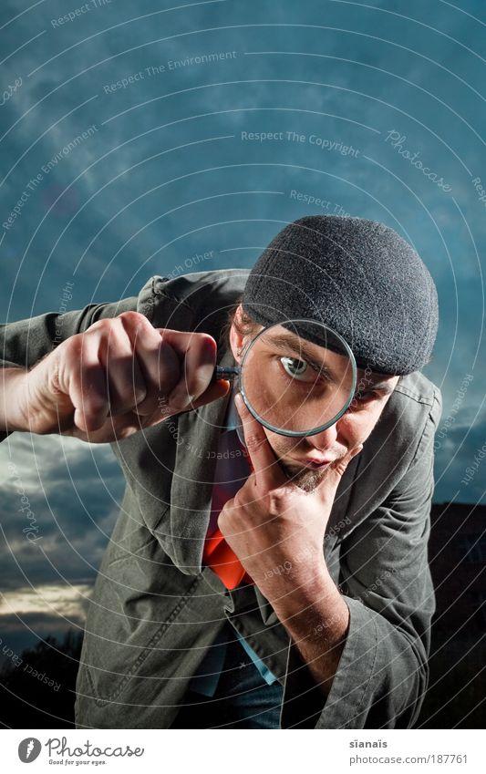 wer suchet der findet Detektiv maskulin Mann Erwachsene Auge Lupe beobachten entdecken Blick gruselig klug achtsam Wachsamkeit Wahrheit vernünftig