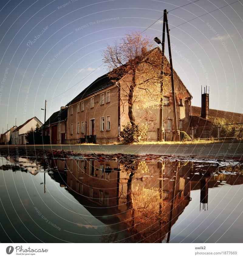 Wohnen mit Seeblick Wasser Fenster Straße Wand Mauer Deutschland Fassade leuchten Energiewirtschaft Tür Kabel Straßenbeleuchtung Dorf Wolkenloser Himmel