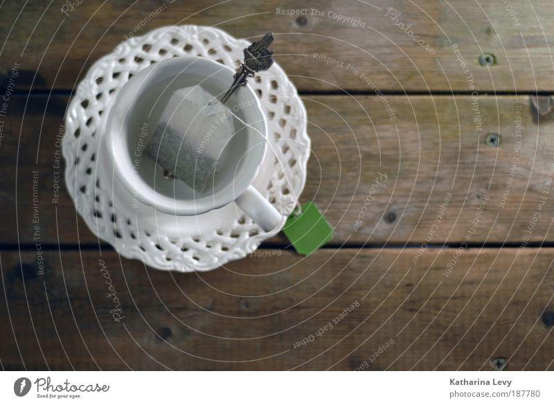 Teatime Dekoration & Verzierung Kitsch Krimskrams Sammlerstück Tasse Untertasse Becher Geschirr Löffel Teebeutel Holz Holzbrett Holzstruktur Erholung träumen