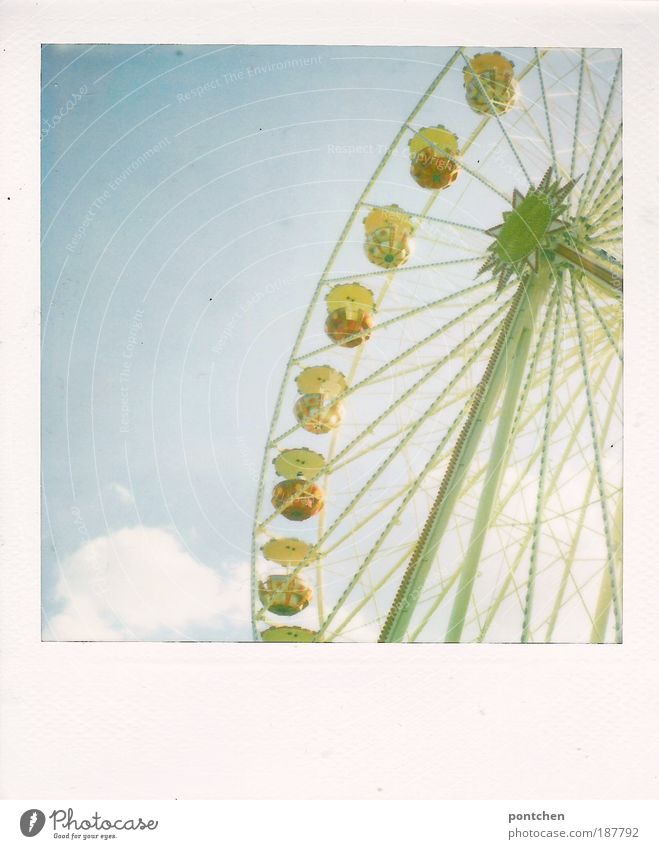 Polaroid zeigt ein Riesenrad vor blauem Himmel. Rummel, Kirmes, dult Lifestyle Freude Freizeit & Hobby Ausflug Oktoberfest Jahrmarkt Veranstaltung Bewegung