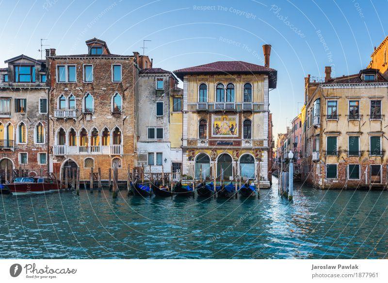 Wasserkanäle die größten Touristenattraktionen in Italien, Venedig. Ferien & Urlaub & Reisen Tourismus Sommer Sonne Meer Haus Himmel Fluss Kirche Brücke Gebäude