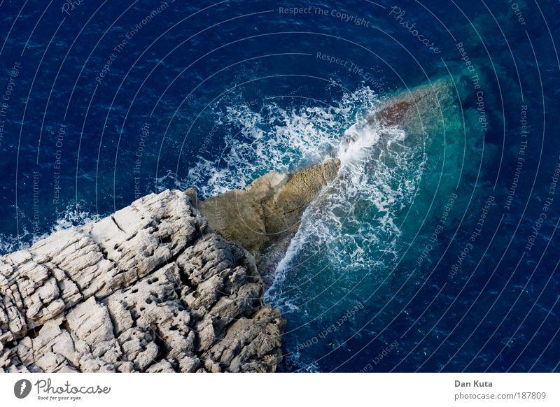 Umspüldienst. Natur Wasser Meer blau Sommer Ferien & Urlaub & Reisen Freiheit grau Landschaft Zufriedenheit Wellen Küste Ausflug Klima tauchen entdecken