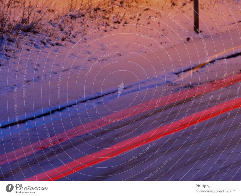 Schnell wie der Wind rot Freude Winter Schnee Bewegung Freiheit PKW Eis Straßenverkehr elegant Verkehr Sicherheit fahren Frost bedrohlich