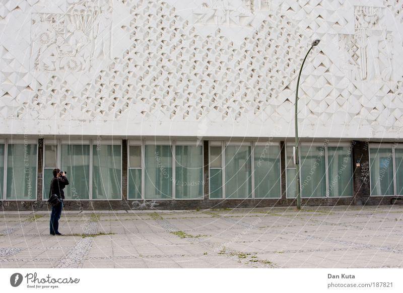Photocase-Modelshooting Mensch Mann Jugendliche Stadt Wand Stein Fotografie Erwachsene maskulin Freizeit & Hobby Farbe Fotokamera Beruf festhalten entdecken