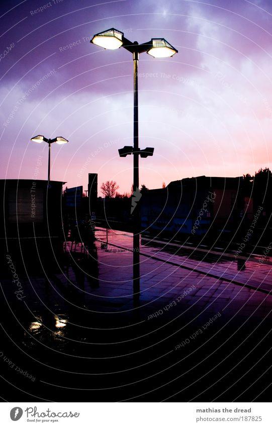 REGNERISCHE IDYLLE Wasser schön Himmel Stadt Wolken Herbst Gebäude Regen Architektur Wind nass violett Sonnenuntergang Gleise Idylle Laterne