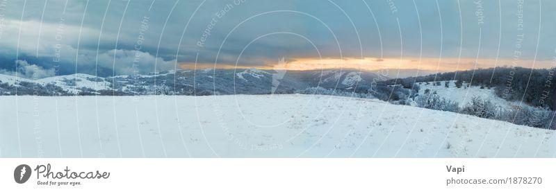 Winterlandschaftspanorama von Winterbergen Himmel Natur Ferien & Urlaub & Reisen blau Weihnachten & Advent Farbe weiß Baum Landschaft Wolken Wald