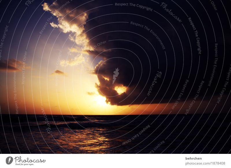 am ende ist licht... Himmel Ferien & Urlaub & Reisen schön Meer Landschaft Wolken Ferne Strand Küste außergewöhnlich Freiheit Tourismus träumen Ausflug Wellen