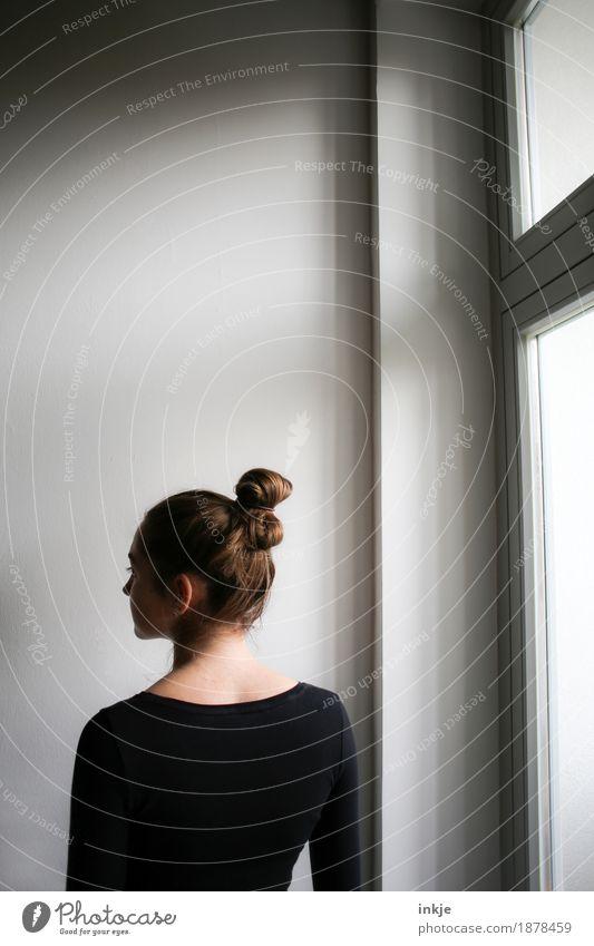 am Fenster Mensch Jugendliche schön Junge Frau Mädchen 18-30 Jahre Erwachsene Leben Lifestyle feminin Haare & Frisuren hell Häusliches Leben 13-18 Jahre