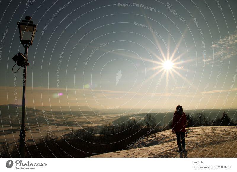 back to narnia Mensch Junge Frau Jugendliche 1 18-30 Jahre Erwachsene Natur Landschaft Luft Himmel Wolkenloser Himmel Horizont Sonne Sonnenlicht Winter