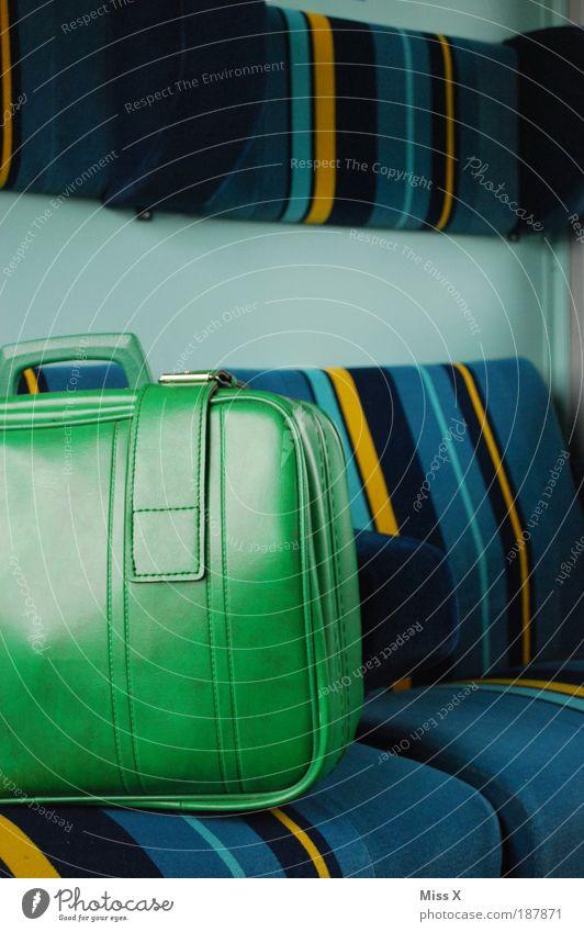 Driving home for Christmas alt Ferien & Urlaub & Reisen Ferne sitzen Ausflug Verkehr Tourismus Eisenbahn retro fahren Güterverkehr & Logistik Kitsch Sitzgelegenheit trendy Koffer Fernweh