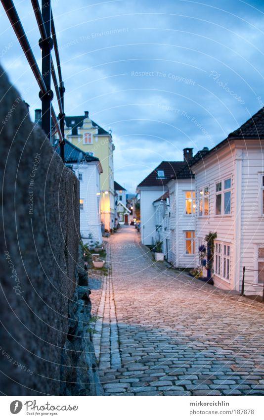 Bergen, Norway ruhig Haus Straße Gefühle Wege & Pfade Stimmung Architektur Verkehr Europa Stadt Dorf Textfreiraum Tiefenschärfe Verkehrswege Norwegen
