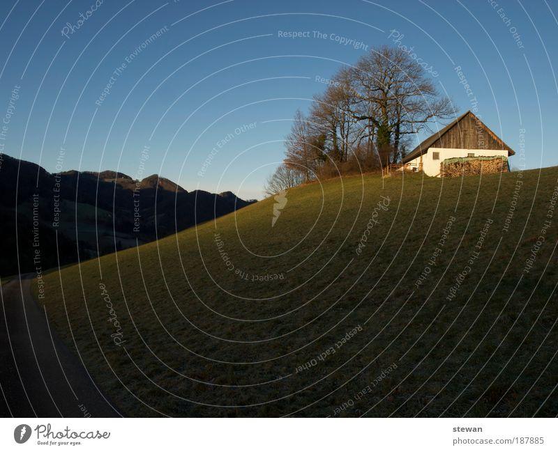 Einsamkeit & Ruhe Zufriedenheit ruhig Berge u. Gebirge Haus Landschaft Sonnenlicht Hügel Hütte Denken Erholung genießen Wärme Stimmung einsiedlerisch Einsiedler