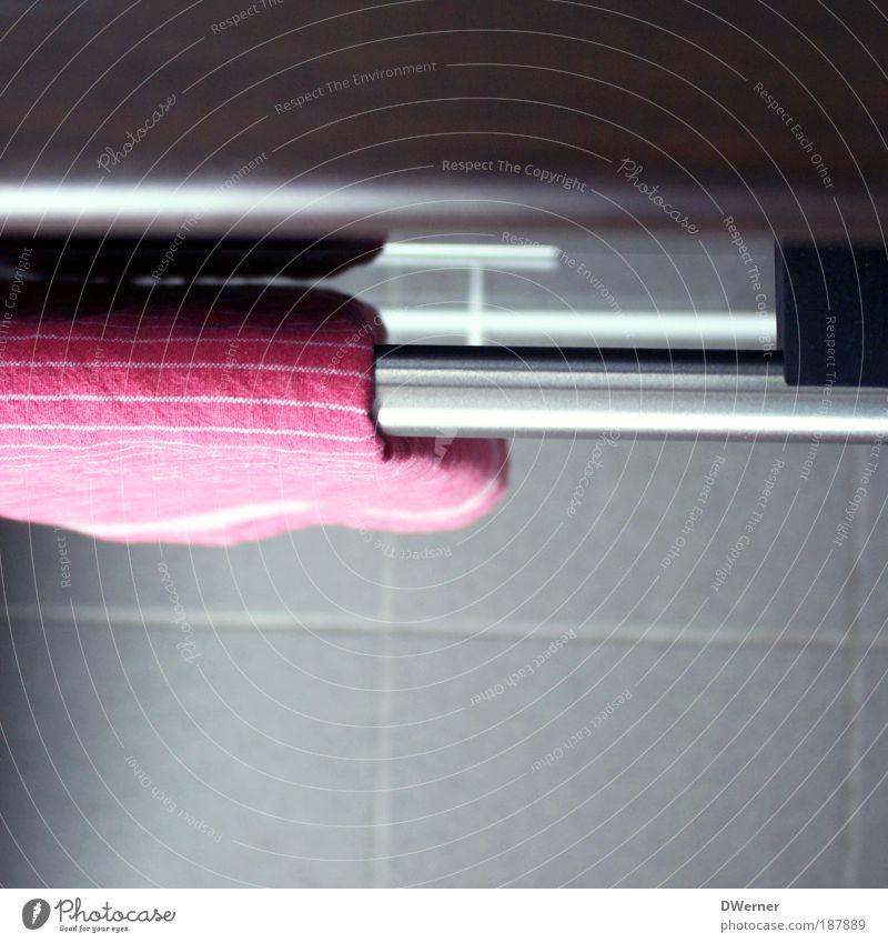 ... in der Weihnachtsbäckerei Erholung grau Stein Metall Glas rosa frisch Häusliches Leben Küche Makroaufnahme Fliesen u. Kacheln Geschirr hängen Griff Grill