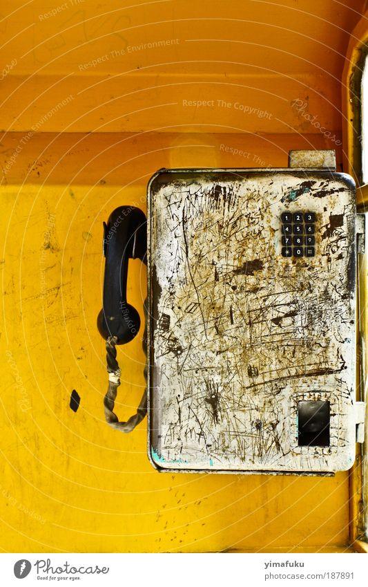 Öffentliches Telefon Metall Aggression alt authentisch trashig gelb silber chaotisch zählen Iran Farbfoto