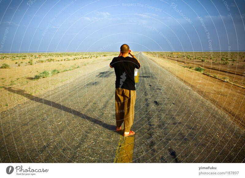 Das Ende der Welt Ausflug Sand Erde Horizont Sommer Wärme Dürre Wüste Straße beobachten stehen frei Unendlichkeit blau gelb Gelassenheit Neugier träumen