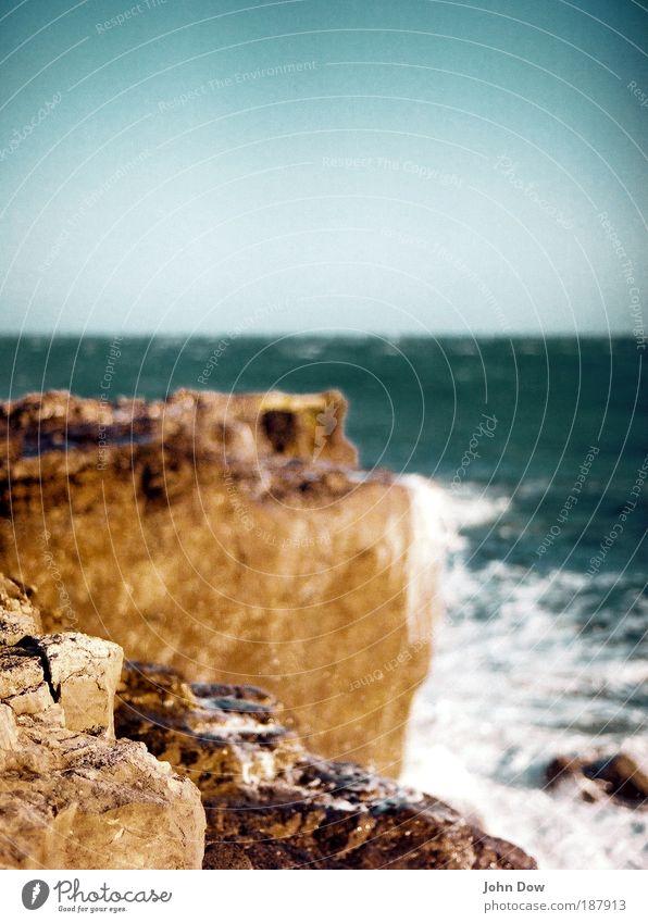 Fels in der Brandung Ferien & Urlaub & Reisen Ferne Sommerurlaub Insel Wellen Urelemente Wolkenloser Himmel Horizont Schönes Wetter Felsen Küste Bucht Meer