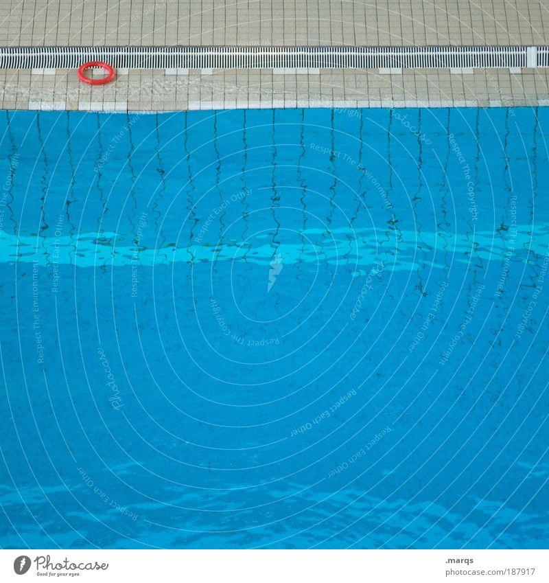 Rescue me Stil Wellness Freizeit & Hobby Sport Schwimmbad Wasser Kreis Flüssigkeit nass blau Grafik u. Illustration orange Kontrast tief Angst Farbfoto