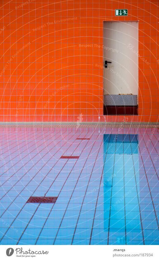 Disappear Stil Design Schwimmbad Wasser Architektur Mauer Wand Tür Hinweisschild Warnschild leuchten ästhetisch außergewöhnlich trendy nass retro verrückt blau