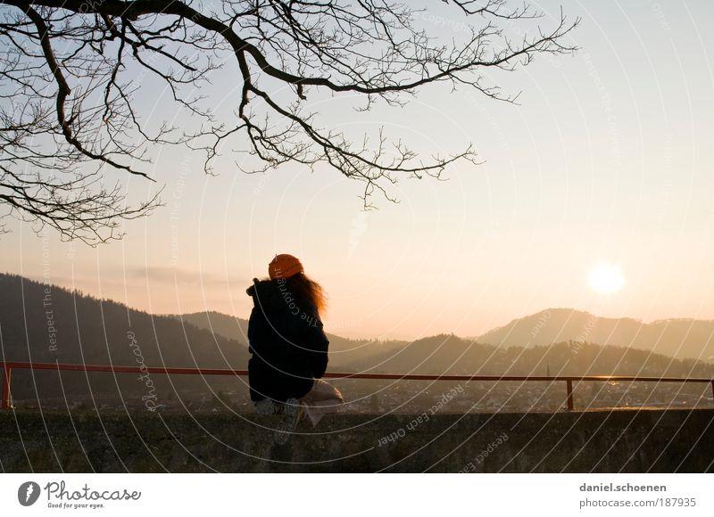 über den Dächern von Freiburg Frau Mensch Jugendliche Winter ruhig Einsamkeit Ferne Erholung feminin Gefühle träumen Traurigkeit Zufriedenheit Stimmung