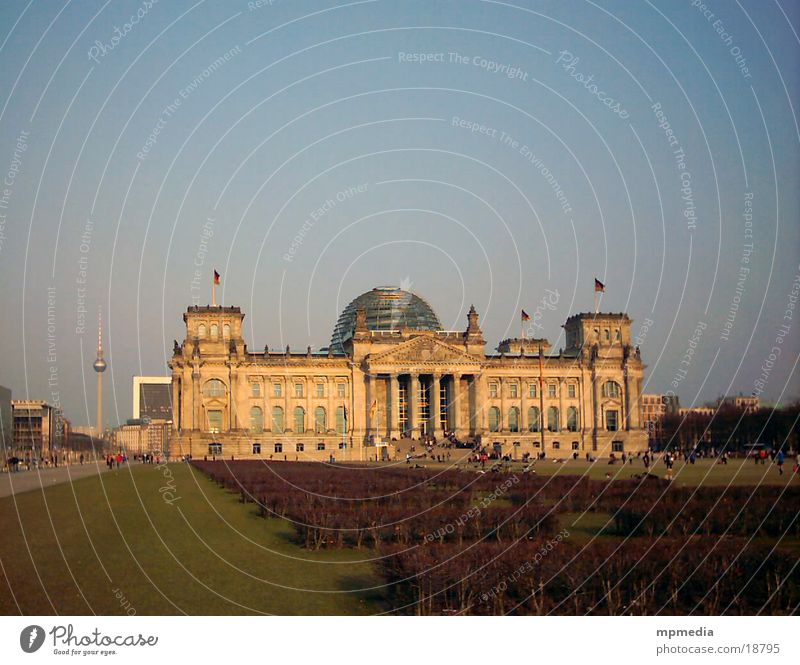 Reichstag mit Fernsehturm Berlin Architektur Berlin-Mitte Deutscher Bundestag Regierung