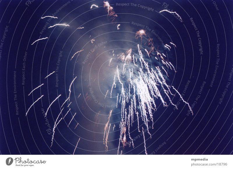 Rakete No. 775 Silvester u. Neujahr Party Explosion Nacht festlich Luftverkehr Silberegen Feuerwerk