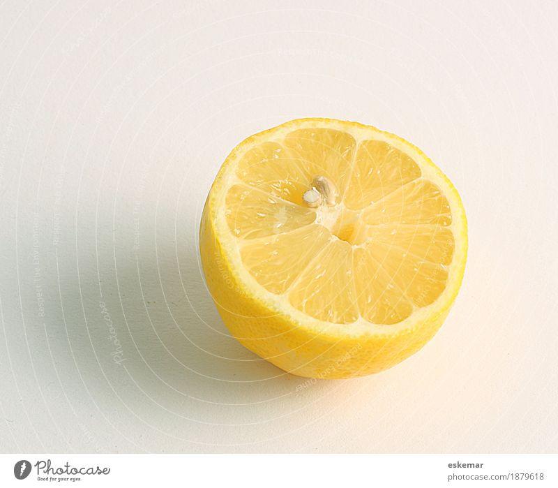 Zitrone Lebensmittel Frucht Zitrusfrüchte Ernährung Bioprodukte Vegetarische Ernährung Diät Fasten ästhetisch frisch Gesundheit saftig sauer gelb weiß bio