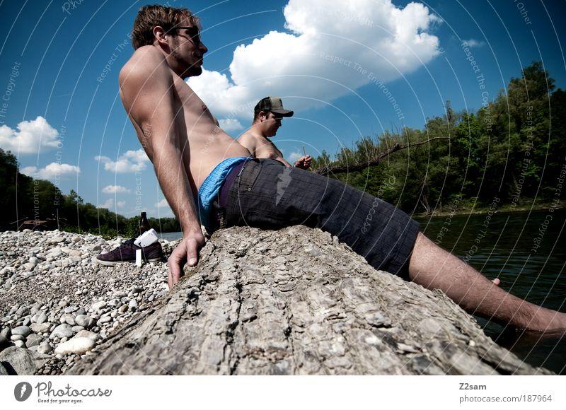kontrastprogramm Mensch maskulin 2 18-30 Jahre Jugendliche Erwachsene Umwelt Landschaft Wasser Baum Flussufer Schwimmen & Baden Erholung genießen hocken sitzen
