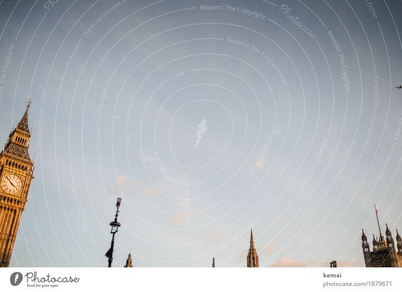 Poking out of the sky Ferien & Urlaub & Reisen Tourismus Ausflug Ferne Sightseeing Städtereise Wolkenloser Himmel Sonnenaufgang Sonnenuntergang London Stadt