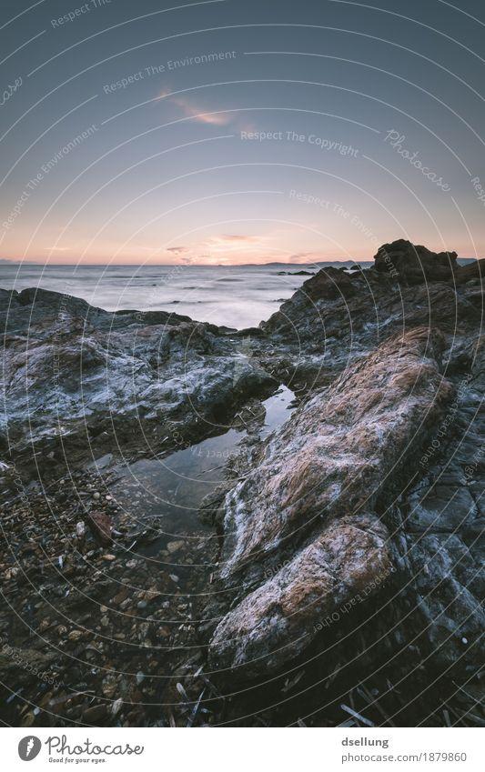 am meer. Umwelt Natur Landschaft Erde Himmel Horizont Sonnenaufgang Sonnenuntergang Frühling Sommer Herbst Schönes Wetter Felsen Wellen Küste Meer Mittelmeer