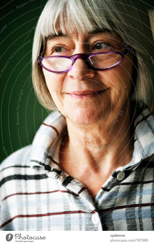 Freundlich Frau Mensch Porträt schön Erwachsene Gesicht Freude Brille Leben Senior Gesundheit Zufriedenheit Zeit Perspektive Zukunft Wandel & Veränderung