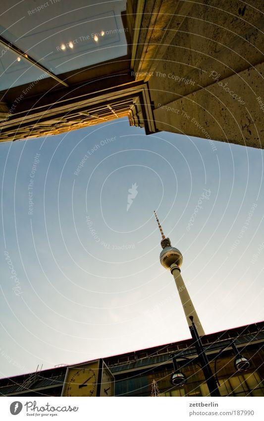 Fernsehen Himmel Stadt Haus Berlin Architektur Glas Fassade Baustelle Turm Bauwerk Bahnhof Schönes Wetter Berliner Fernsehturm Hauptstadt