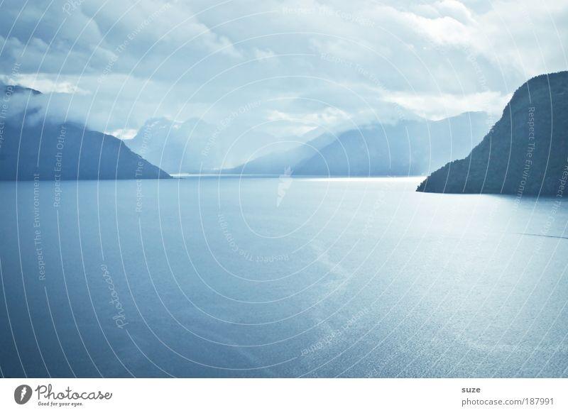 Blaues Wunder ruhig Freiheit Meer Berge u. Gebirge Umwelt Natur Landschaft Pflanze Wasser Himmel Wolken Klima Wetter Küste Fjord frei Unendlichkeit blau
