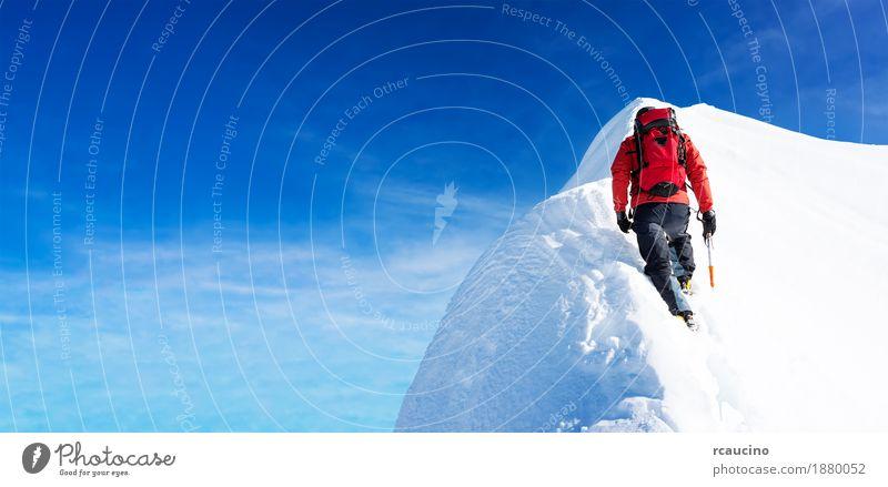 Mann Winter Berge u. Gebirge Sport wandern Kraft Erfolg Abenteuer Gipfel Klettern Expedition Leistung extrem Aufsteiger