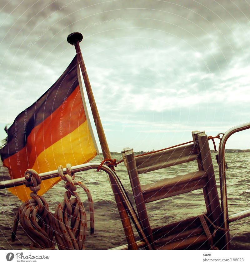 Rückblick Ferien & Urlaub & Reisen Meer Wellen Segeln Wasser Gewitterwolken Wetter Wind Sturm Hafen Schifffahrt Segelschiff Wasserfahrzeug Fahne fahren