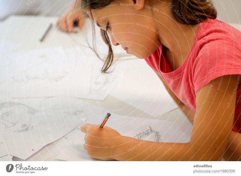 Zeichnen Freizeit & Hobby Kindererziehung Bildung Schule lernen Schulkind Mädchen Papier Schreibstift Erfolg geduldig ruhig Ausdauer Interesse Erfahrung Freude