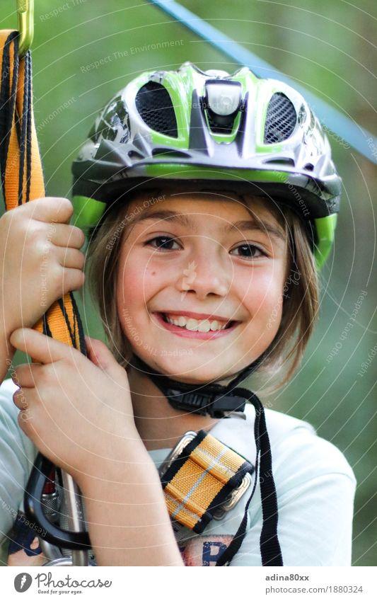 Selbstbewusst Freizeit & Hobby Sport Fitness Sport-Training Klettern Bergsteigen Kindererziehung Bildung Mädchen lachen Bewegung Freude Gesundheit Kindheit