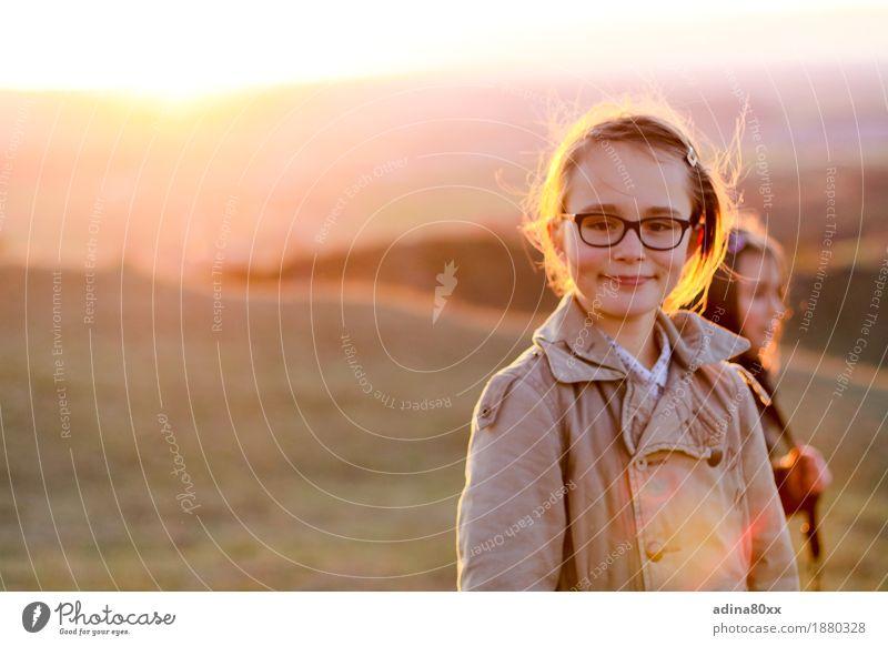 Sonne im Herbst Mädchen Natur Sonnenaufgang Sonnenuntergang frei Freundlichkeit schön Gefühle selbstbewußt Glück Horizont Inspiration Kindheit Lebensfreude