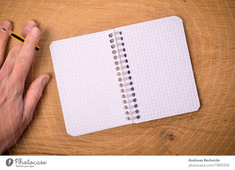 Hand mit Bleistift und Ringbuch Büro Business Notebook Musiknoten Schreibwaren Papier Zettel Schreibstift zeichnen schreiben paper writing open left table