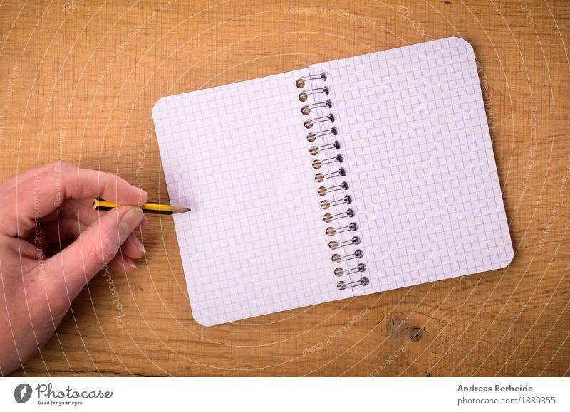 Hand mit Ringbuch Büro Business Notebook Musiknoten Schreibwaren Papier Zettel Schreibstift zeichnen schreiben paper writing open left table Hintergrundbild