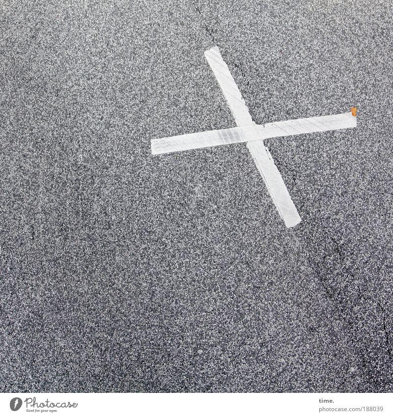 Omen des Alltags (I) weiß Straße Farbe Farbstoff Wege & Pfade Straßenverkehr Asphalt Zeichen Kreuz Warnhinweis gemalt Hinweis Verkehrszeichen