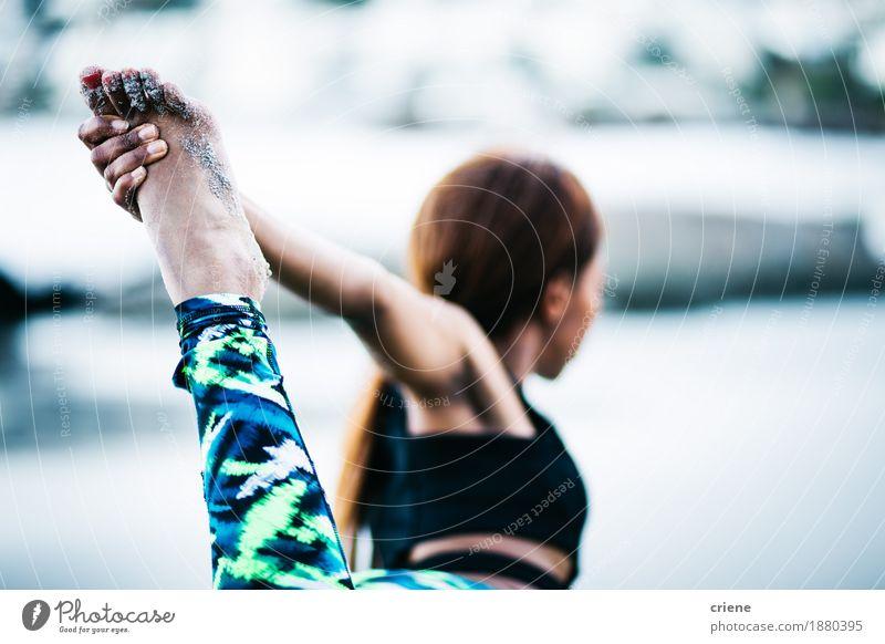 Nahaufnahme von den Frauen, die Yogaübung im Freien tun Lifestyle Körperpflege sportlich Fitness Leben Wohlgefühl Erholung Freizeit & Hobby Strand Meer Sport