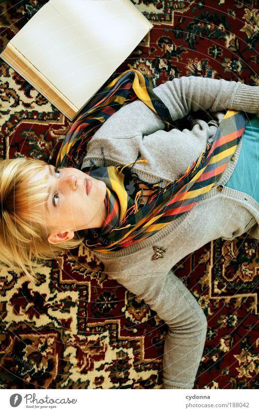 2010 - Unbeschriebenes Blatt Frau Mensch Jugendliche ruhig Muster Porträt Leben Erholung Vogelperspektive Stil träumen Buch planen Erwachsene Halbprofil elegant