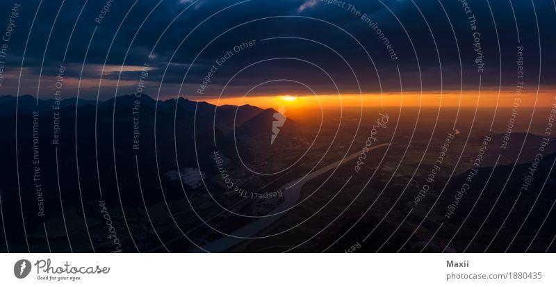 Inntal Sonnenuntergang Himmel Natur blau Sonne Landschaft Wolken Berge u. Gebirge Wärme Umwelt gelb glänzend gold Schönes Wetter Abenteuer Gipfel Urelemente