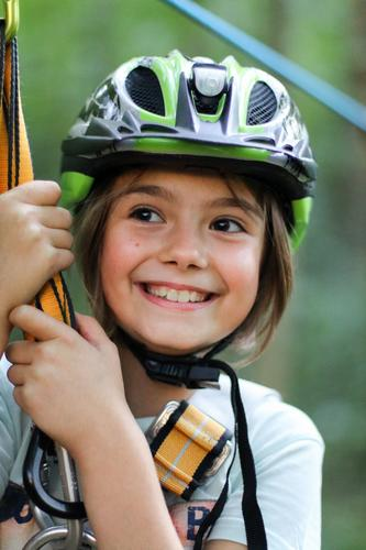 Kind beim Klettern sportlich Freizeit & Hobby Spielen Bergsteigen Kindererziehung Bildung Schule Mädchen lachen lernen Glück Freude Begeisterung Optimismus