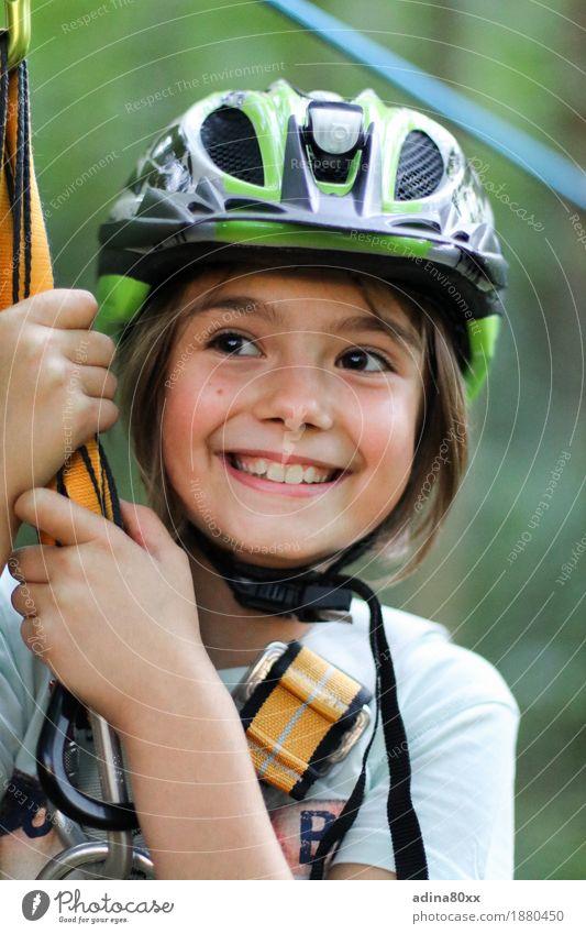 Klettern sportlich Freizeit & Hobby Spielen Bergsteigen Kindererziehung Bildung Schule Mädchen lachen lernen Glück Freude Begeisterung Optimismus Erfolg Kraft