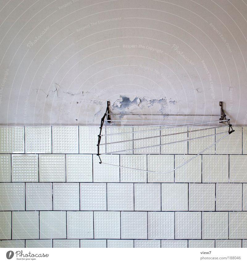 Wäschetrockner Häusliches Leben Wohnung Renovieren Innenarchitektur Dekoration & Verzierung Raum Bad Mauer Wand Fassade Stein Beton Zeichen alt dreckig dunkel