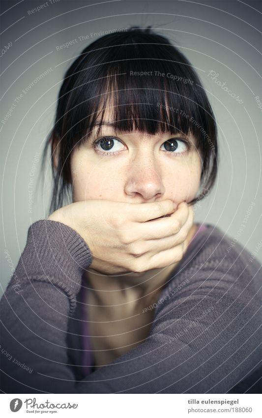 Vorsätze 2010? Lass mich mal überlegen! Porträt Frau Mensch Jugendliche Einsamkeit feminin Zeit Denken warten Erwachsene sitzen Pause violett Wunsch natürlich