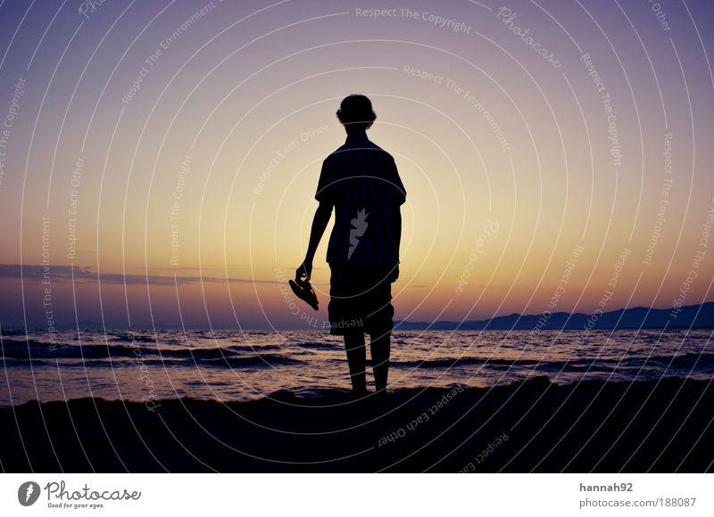 Blick in die Ferne Wohlgefühl Zufriedenheit Erholung ruhig Freiheit Wellen maskulin Junger Mann Jugendliche 1 Mensch Natur Landschaft Wasser Himmel Horizont
