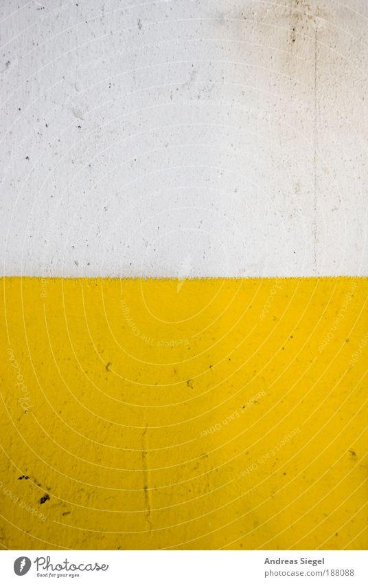 Detail eines stilisierten Spiegeleis alt weiß Haus gelb Farbe Wand Stil Stein Mauer Linie dreckig Architektur Wohnung Design Beton